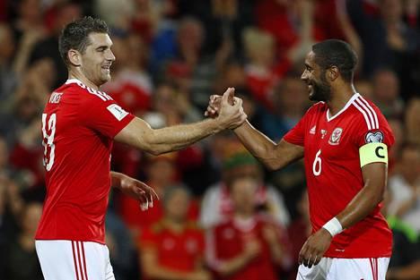 Wales nousi suunnitelmansa ansiosta rankingin kärkikymmenikköön jo ennen EM-kisoja. Sam Vokesilla ja Ashley Williamsilla on syytä juhlaan.