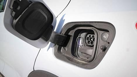 S-ryhmän tavoitteena on rakentaa vuosien 2021–2024 aikana koko maan kattava, noin tuhannen latausaseman verkosto sähköautoille.