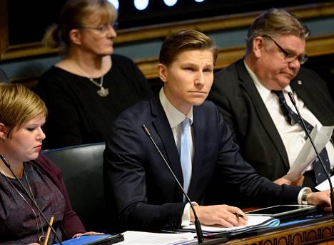 Oikeusministeri Antti Häkkänen (kok) on valmis tarkastelemaan seksuaalirikosten vanhenemisaikoja.