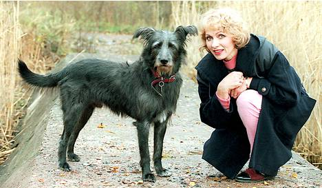 1994: Sharik-koira aiottiin lopettaa, mutta Inga Sulin pelasti sen perheeseen.