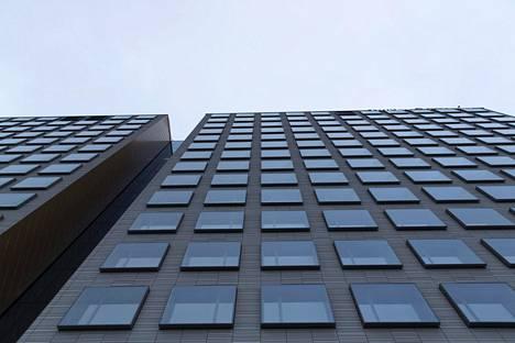 Hotellissa on 14. kerrosta. Huoneita on 430.