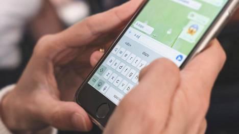 Kahta peukaloa kirjoittaessaan käyttävät älypuhelimen omistajat kirjoittavat nopeammin kuin muut.