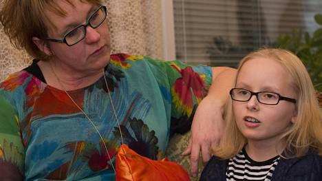 Tiina Piippo on huojentunut siitä, että Reetta-tyttären uusien leukemiahoitojen aloittaminen Saksassa alkaa olla perheelle taloudellisesti mahdollista.