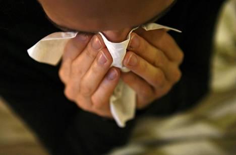 Influenssan ehkäisy on tärkeää, etteivät sairaalat täyttyisi koronapotilaiden lisäksi influenssapotilaista.