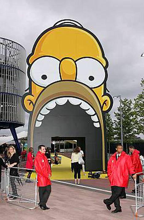 Näin hauskasta sisäänkäynnistä pääsee katsomaan The Simpsons Moviea Lontoon Greenwichissä.