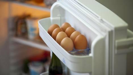 Kananmunat voi periaatteessa säilyttää joko huoneenlämmössä tai jääkaapissa. Pääasia, ettei lämpötila kovin paljon vaihtelisi.
