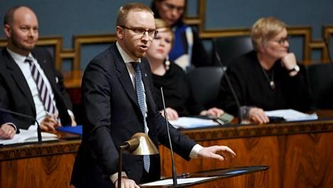 Sinisten ministerit eivät tule osallistumaan jatkossa EU-ministerivaliokunnan kokouksiin, sinisten eduskuntaryhmän puheenjohtaja Simon Elo sanoo.