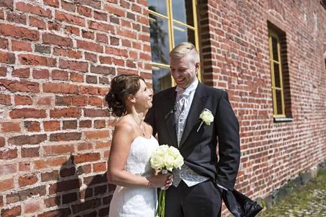 Tanja ja Roni avioituivat muiden Ensitreffit alttarilla -parien tapaan kesällä Suomenlinnassa.