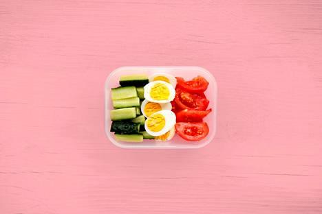 Terveelliset välipalat ja lounaat voi valmistella jo kotona töihin mukaan otettavaksi.