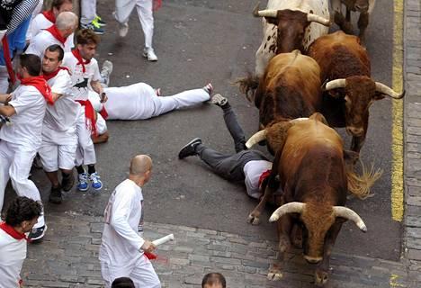 Härkäjuoksu jatkui sunnuntaina Pamplonassa. Vastaavia tapahtumia järjestetään myös muualla Espanjassa.