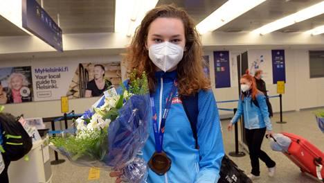Ella Junnila palasi kotimaahan menestyksestään riemuiten.
