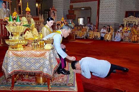 Kuninkaalla on Thaimaassa lähes puolijumalan asema ja monarkian kritisoimisesta voi maassa saada jopa 15 vuoden vankeusrangaistuksen.