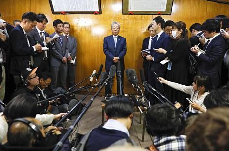 Japanin olympiakomitean puheenjohtaja Tsunekazu Takeda ilmoitti kuluvan vuoden maaliskuussa eroavansa tehtävästää. Takedan epäillään osallistuneen lahjomisvyyhtiin liittyen kesän 2020 olympialaisten hakuun.