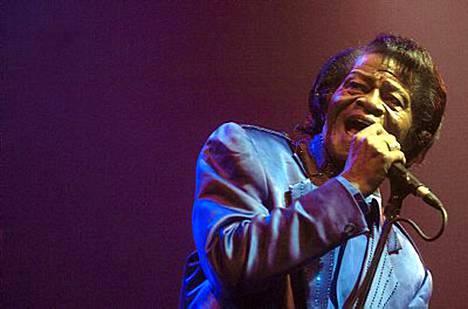 Soulmusiikin kuningas James Brown kuoli jouluaamuna, mutta hänen kuolinpesänsä kiistat viivyttivät hautajaisia.