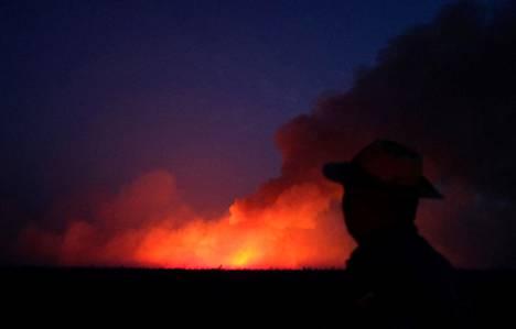 Etelä-Amerikassa on nyt kuiva kausi, jonka vuoksi palot roihahtavat ja leviävät helposti.