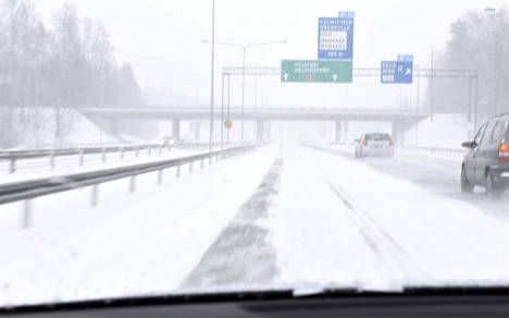 Ilmatieteen laitos on ennustanut, että lunta tulee ylihuomenna maanantaina reippaan tuulen kera.