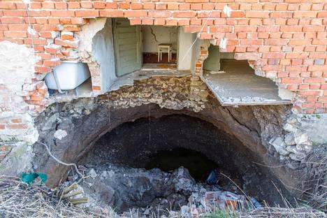 Maanvajoamat ovat vahingoittaneet myös rakennuksia.