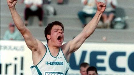Pietari Skytän nuorten EM-kultakarjaisu Turussa heinäkuussa 1997.