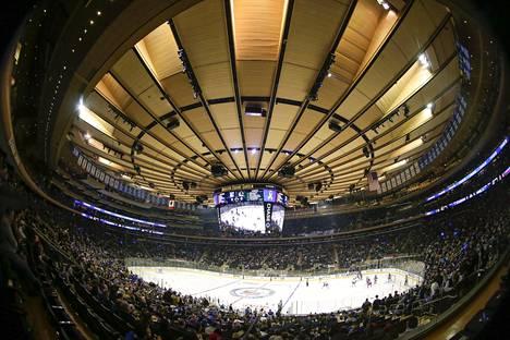 Kuva New York Rangersin ja Vancouver Canucksin kohtaamisesta.