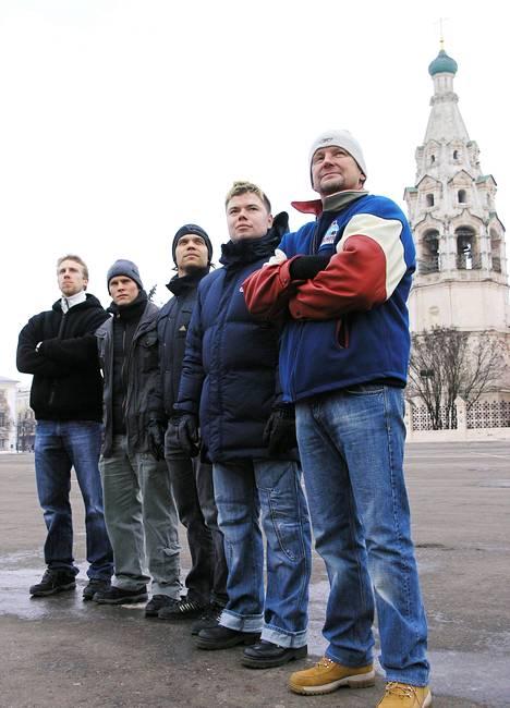 Venäjän Superliigan viimeisellä kaudella 2007–08 Jaroslavlissa oli viiden suomalaisen kopla: Kari Heikkilä (oik.), Jussi Parkkila, Ari Vallin, Tony Salmelainen ja Juuso Riksman.