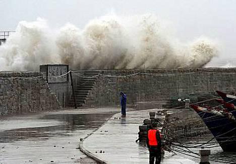 Fujianin maakunnan rannikolla on saatu jo esimakua Sepat-taifuunista.