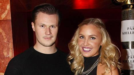 Niina Lavonen ja hänen Juho-puolisonsa ovat pienen Max-pojan vanhempia.