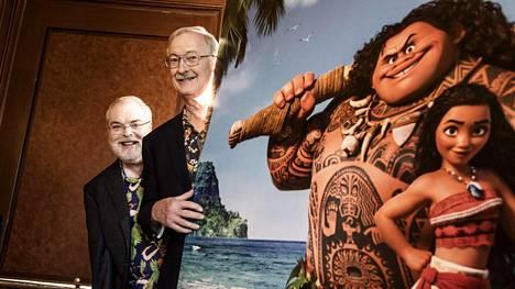 Ron Clements (vas.) ja John Musker aloittivat Disneyllä 1970-luvulla. Työparina he ovat työskennelleet 1980-luvulta alkaen.