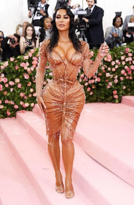 Kim Kardashian häikäisi alkuviikosta Met-gaalan punaisella matolla vain muutama päivä ennen lapsensa syntymää.