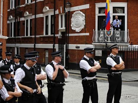 Britannian poliisi käytti miljoonia puntia Assangen vartiointiin Ecuadorin suurlähetystön edustalla.