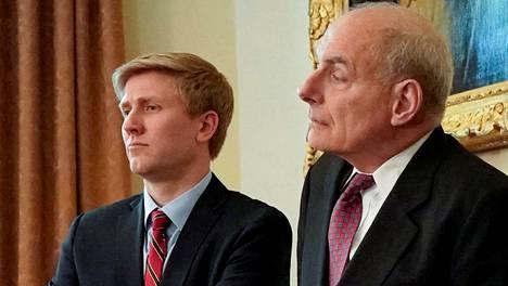 Valkoisen talon kansliapäällikön tehtävät jättävä John Kelly (oik.) ja tehtävästä kieltäytynyt Nick Ayers Valkoisessa talossa 9. toukokuuta.