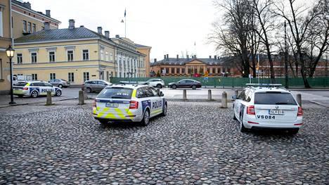 Poliisi valvoi, ettei Turun joulurauhan julistus kerännyt yleisöä paikalle.
