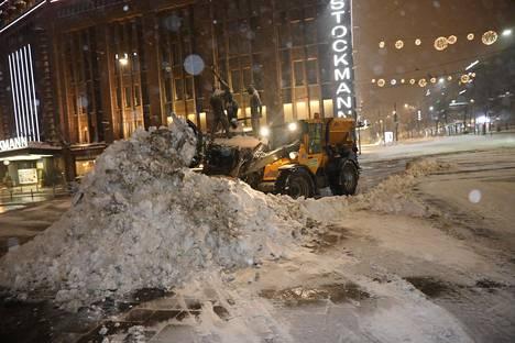 Lumipeitteisyyden rajut kausittaiset vaihtelut näkyvät tienpidossa.