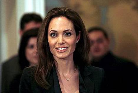 Angelina Jolie on pitänyt välit isään viileänä viiden vuoden ajan.