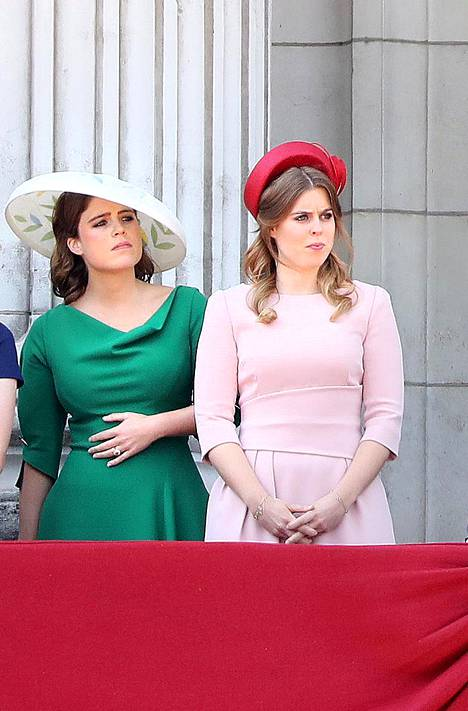 Prinsessa Eugenie kuvattuna siskonsa Beatricen kanssa.