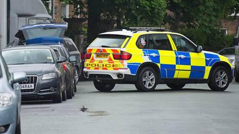 Poliisit löysivät perjantaina ajoneuvon, jonka yhteyttä terrori-iskuun tutkitaan.