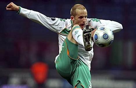 Maajoukkuepuolustaja Petri Pasanen kuuluu Werder Bremenin tähdistöön.