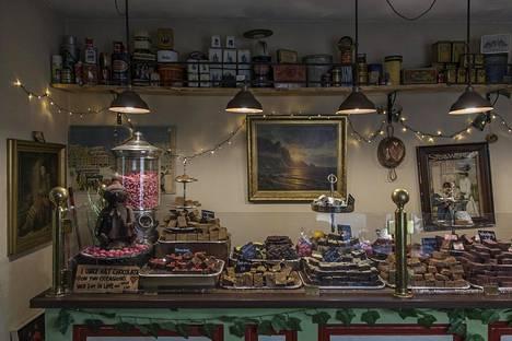 Karu Talu -suklaakaupasta saa vegaanista suklaata, joka on valmistettu käsin.