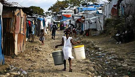Yli 800 000 ihmistä elää edelleen leireillä lähes vuosi Haitin maanjäristyksen jälkeen.