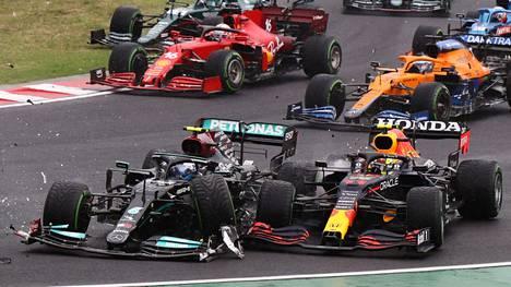 Valtteri Bottas otti kolarissa Sergio Perezin mukaansa. Ja muita.