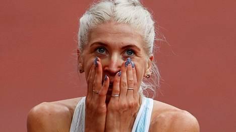 Sara Kuivisto juoksi jälleen Suomen ennätyksen ja sai Ylen kommentaattorin Tuomas Rajan puhkeamaan itkuun.