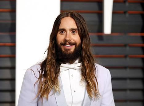 Vielä helmikuun lopulla Jared Leto muistutti hiukan Jeesusta. Nyt tukka on lyhentynyt.