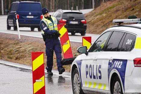 Uudenmaan sulkua purettiin Lahden moottoritiellä 15. huhtikuuta.