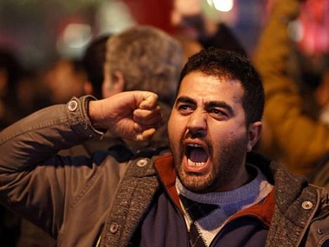 Turkissa on riittänyt mielenosoituksia viime päivinä. Kuva Istanbulissa joulupäivänä pidetystä mielenosoituksesta.