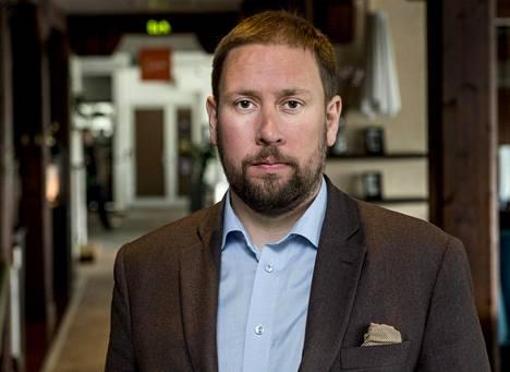 Paavo Arhinmäki (vas) toimi aiemmin kulttuuri- ja urheiluministerinä.