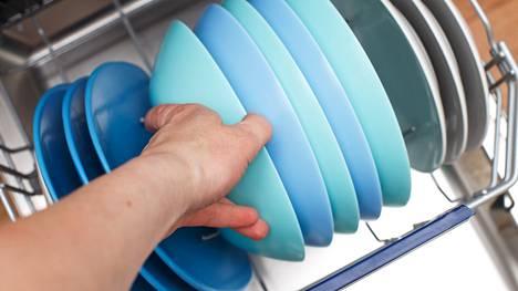 Kuluttaja-lehti testasi 60-senttiset, tason alle sijoitettavat astianpesukoneet.