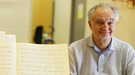 Jacques Attali luennoi Helsingissä Väinö Tanner -säätiön tilaisuudessa. Lisäksi hän johti Suomalaisen barokkiorkesterin FiBOn konserttia.