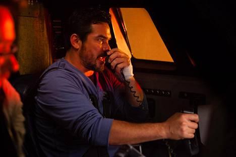 Dean Cain on pääosassa elokuvassa, jossa tulivuori uhkaa matkustajakonetta.