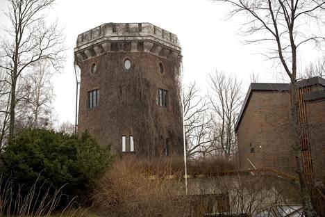Ville Valon kuuluisa tornitalo toimi kotina jonkin aikaa myös ranskalaiselle ex-tyttöystävälle.