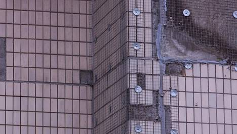 Talon julkisuvun klinkkerilaatat irtoavat pakkasvaurioiden vuoksi.