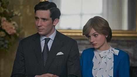 Josh O'Connor näyttelee sarjassa Charlesia ja Emma Corrin Dianaa.